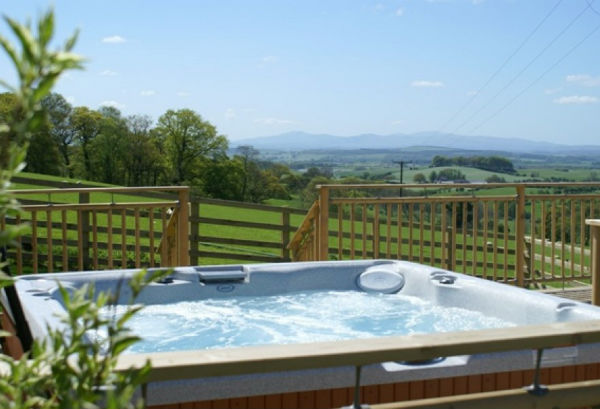 Stunning countryside views at Mill Barn's Hot Tub