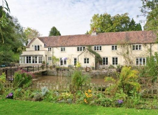 Waterfall Country House in a magical setting by the Riverside in Gloucestershire