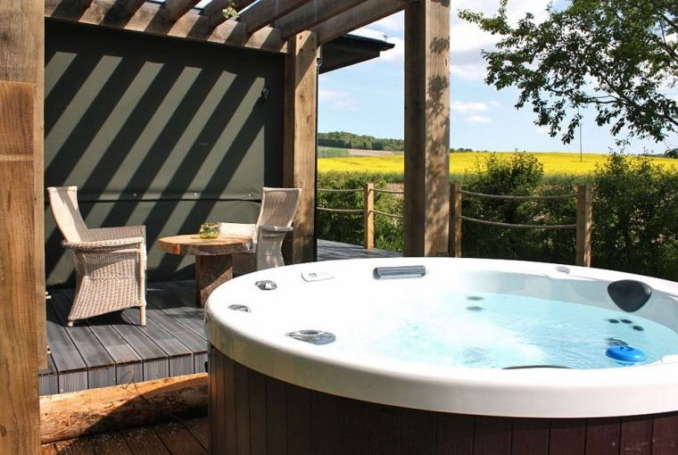 Chilterns View Lodges with Hot tubs