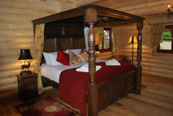Romantic Four Poster Beds self-catering cottages in the uk and ireland with a romantic four