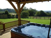 luxury cottages hot tub