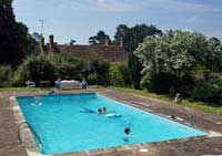 self-catering sussex swimming pool