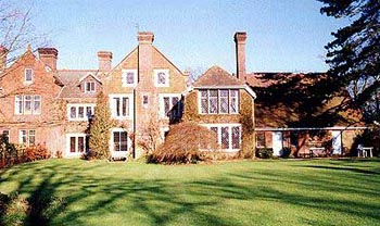 Large country houses in the uk and eire for large group or for Big houses in the country