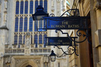 Bath UK, the Roman City of Bath with Pump House and the Roman Baths - find self-catering accommodation for your stay in bath