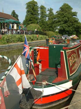 Visit Northamptonshire for canal path walks and boating