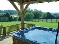 Pleasant Self Catering Country Cottages With A Jacuzzi Hot Tub Or Spa Download Free Architecture Designs Scobabritishbridgeorg
