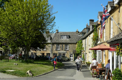 Stow on Wold, a beautiful town for cottage holidays