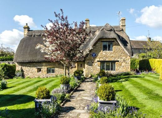Thatched self catering country cottages in england for English country cottages