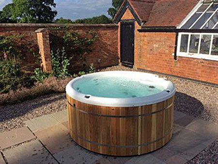 Coachman's 5 star rated cottage with hot tub