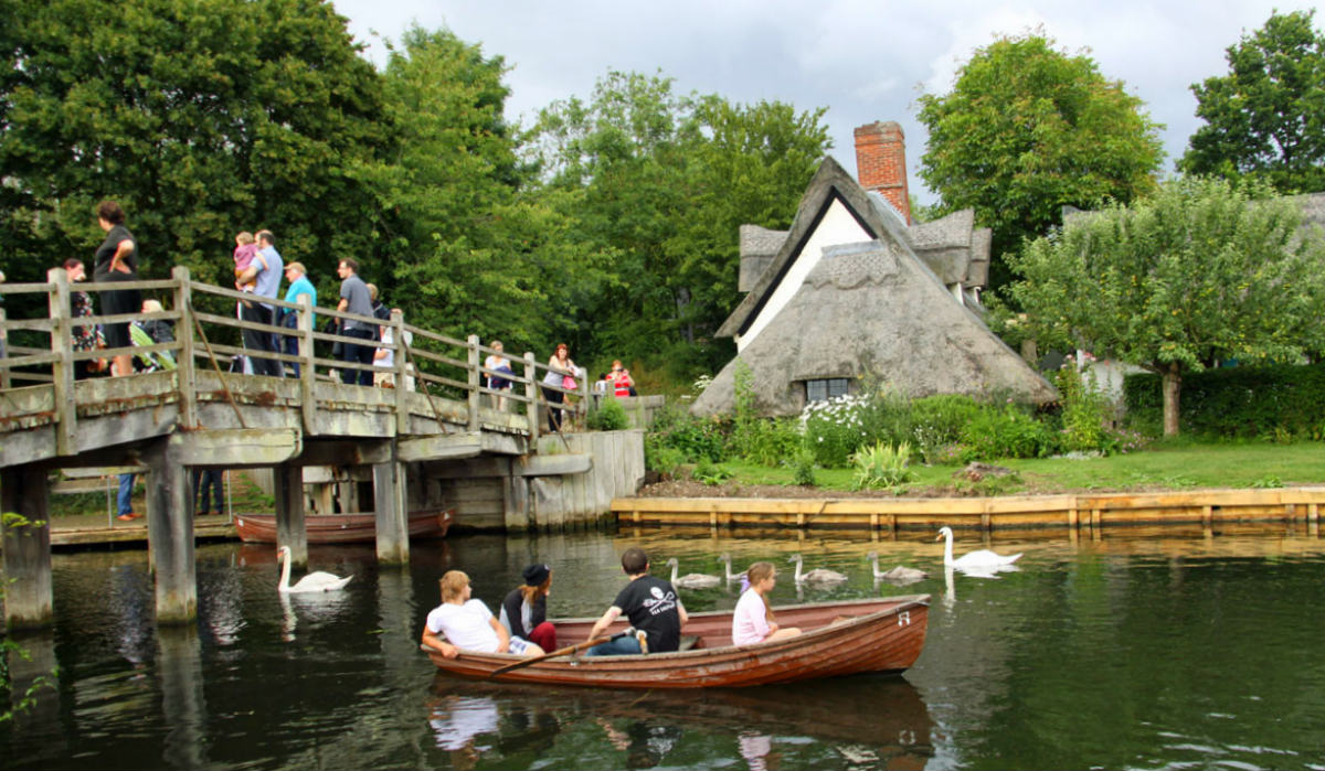 holiday cottages east anglia - flatford mill