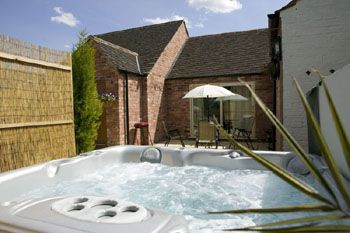 Luxurious private hot tub
