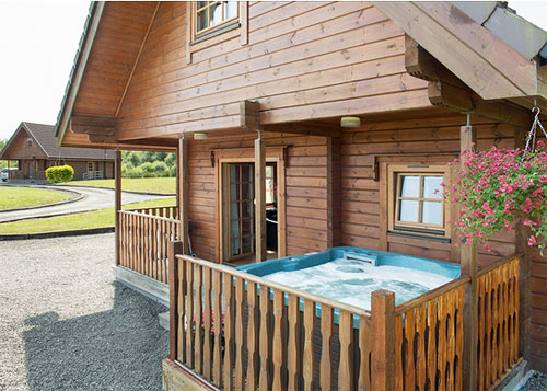dog-friendly pine lodges for self-catering holidays in SCotland